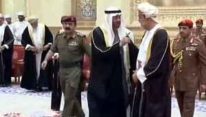Umman'ın yeni sultanı, BAE veliaht prensinin elini sıkmadı
