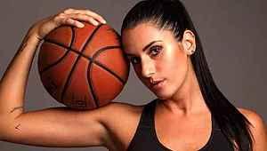 Ünlü basketbolcu Vignali, soyunup poz verdi