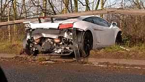 Ünlü futbolcu trafik kazası geçirdi