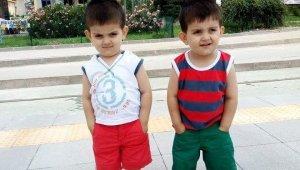 Yakalandıkları hastalık ikiz kardeşleri 2 yıl arayla hayattan kopardı