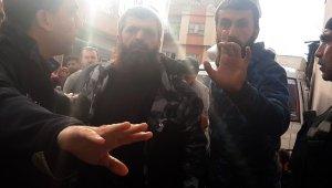 Yaralı yakınları gazetecilere saldırdı
