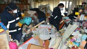 Yaşlı kadının evinden çıkan çöp ağızları açık bıraktı - Bursa Haberleri