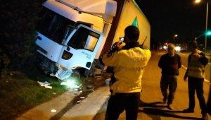 Alkollü sürücünün kullandığı tır bariyerleri parçaladı