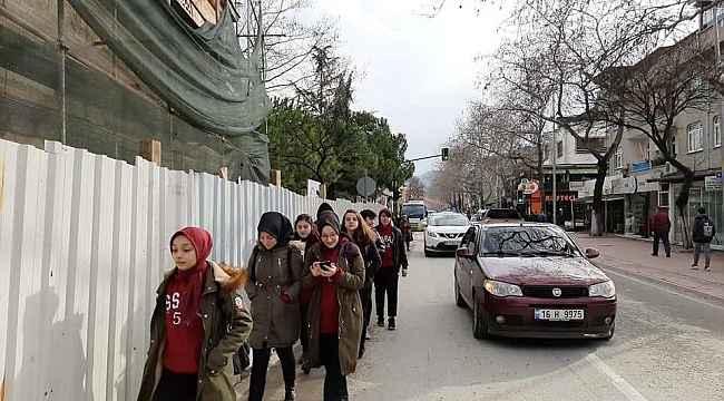Bitmeyen restorasyon öğrencilerin hayatını tehdit ediyor - Bursa Haberleri
