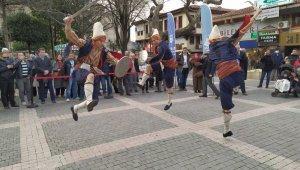Bursa kılıç kalkan oyununu öğrenen Koreli gençlerden nefes kesen gösteri - Bursa Haberleri