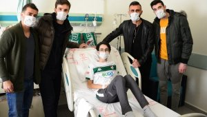 Bursasporlu futbolculardan anlamlı ziyaret - Bursa Haberleri