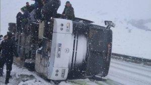 Bursasporlu taraftarların otobüsü devrildi - Bursa Haberleri