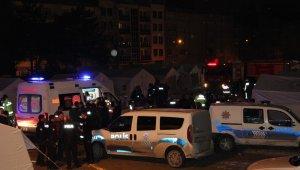 Çadır kentte yangın çıktı, 8 kişi dumandan etkilendi