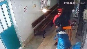 Camideki sadaka kutusunu masasıyla çalan zanlılar yakalandı - Bursa Haberleri