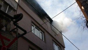 Çatı katından çıkan dumanları polis ekipleri fark etti - Bursa Haberleri