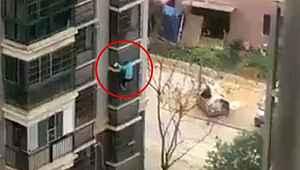 Çin'de karantina altındaki bir adamın kaçtığı görüntüler gündem oldu