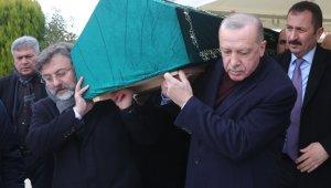"""Cumhurbaşkanı Erdoğan, """"Abimiz"""" dediği Alaaddin Şahin'in tabutuna omuz verdi"""