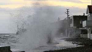 Deniz ulaşımına fırtına engeli... Çanakkale'ye bazı seferler iptal edildi