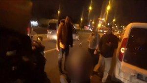 E-5 kara yolunda kazazedeye yardım seferberliği kamerada