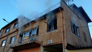 Elektrikli battaniye evi yaktı