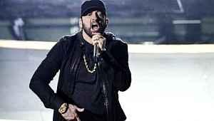 Eminem, 17 yıl önce okuyamadığı şarkısını Oscar'da bağıra bağıra söyledi
