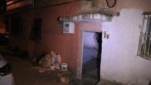 Evinde mangal yakıp ısınmak isterken hayatını kaybetti