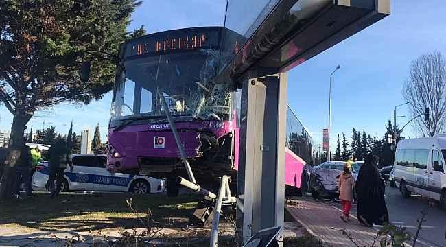 Feci kaza... Otobüs ile otomobil çarpıştı