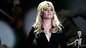 Geçen yaz ortadan kaybolan ünlü şarkıcı tecavüze uğradığını itiraf etti