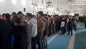Halep halkı, İdlib şehitleri için gıyabi cenaze namazı kıldı