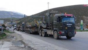 Hatay sınırına yoğun askeri araç sevkiyatı