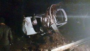 Hatay'da otomobil elektrik direğine çarptı: 1 ölü, 3 yaralı