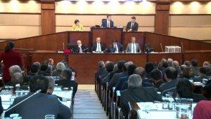 İBB Meclisinde Ekrem İmamoğlu'nun, Ak Partili meclis üyesine küfür iddiası gerginlik yarattı!