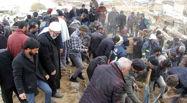 İran'da meydana gelen 5.9 büyüklüğündeki depremde, Van'dan acı haberler gelmeye devam ediyor!