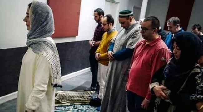 İslam düşmanı Macron projesini hayata geçirdi... Kadın imam, cuma namazı kıldırdı