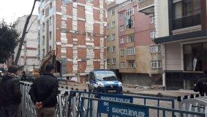 İstanbul'da çöken binada tedbir amaçlı bekleyiş sürüyor