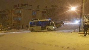 Karabük'te buz pistine dönen yolda trafik kazaları üst üste geldi!