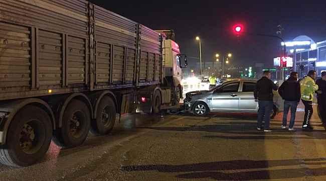 Kontrolden çıkan otomobil anayola uçup tıra çarptı - Bursa Haberleri