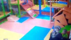 Kreşte 2 yaşındaki çocuğa şiddet kamerada