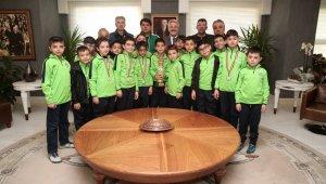 Kupa sevincini Başkan Erdem ile paylaştılar - Bursa Haberleri