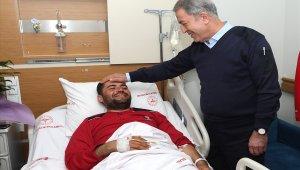 Milli Savunma Bakanı Akar, Hatay'da yaralı askerleri ziyaret etti