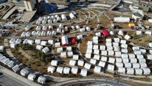 Okulların 10 Şubat'ta açılacağı Elazığ'da çadır kentlerde yaşam sürüyor