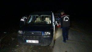 Otomobil içerisinde başından tüfekle vurulan şahıs ölü olarak bulundu