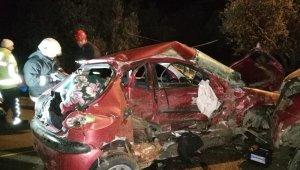 Otomobil ile kamyonet kafa kafaya çarpıştı: 1 ölü 3 yaralı - Bursa Haberleri