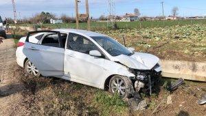 Otomobil sulama kanalına çarptı: 7 yaralı