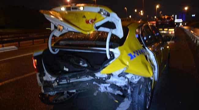 Otomobil, ticari taksiye arkadan çarptı: 2 yaralı