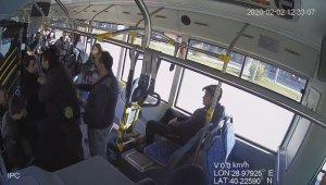 Özel halk otobüsündeki kavga çocukların çekirdek yemesinden çıkmış - Bursa Haberleri