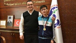 Özel sporcudan Başkan Kanar'a ziyaret - Bursa Haberleri