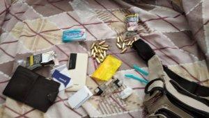 Saklandığı evde sıkıştırılan şüpheli jandarmaya silah doğrulttu