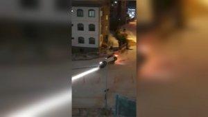 Samsun'da karlı yolda kayan arabalar insan kalabalığına daldı! Çığlık çığlığa yaşanan olay kamerada!