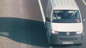 Seyir halindeki minibüslerde toplantı yapan FETÖ şüphelileri tutuklandı