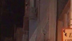 Sinir krizi geçiren kadın mahalleyi birbirine kattı