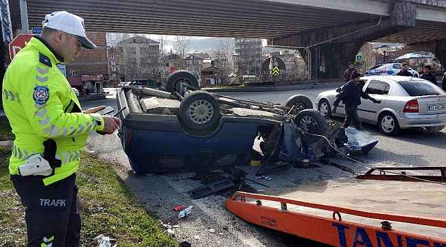 Sürücü parçalanan araçtan sağ kurtuldu