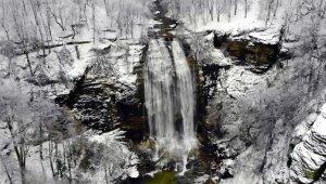 Suuçtu Şelalesi'nin karla birlikte muhteşem güzelliği - Bursa Haberleri