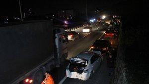 TEM'de 5 araç birbirine girdi, kilometrelerce kuyruk oluştu