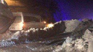 Trabzon-Gümüşhane karayolunda çığ felaketi! Çok sayıda araç zarar gördü!